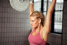 photodune-2531335-concentrated-woman-lifting-weight-xs
