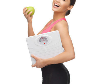 photodune-4786745-sporty-woman-with-scale-and-green-apple-xs1