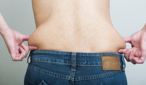 photodune-4184068-woman-pinching-fat-from-her-waist-xs-1