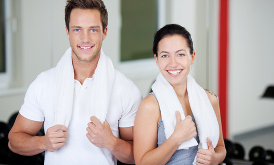 photodune-5041214-couple-with-towels-standing-together-in-gym-xs