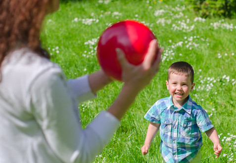 photodune-5001515-mother-and-child-playing-with-the-ball-outdoors-xs