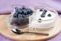 photodune-690001-blueberries-with-fresh-yogurt-and-a-spoon-xs