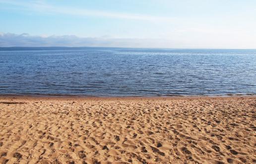 photodune-6141077-sandy-beach-on-lake-xs-11