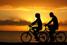 photodune-7933225-couple-riding-bikes-xs