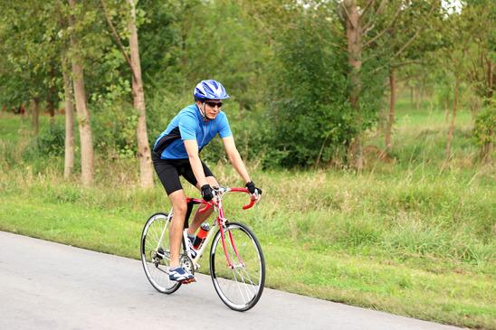 photodune-8907511-male-cyclist-on-a-race-bike-xs-1