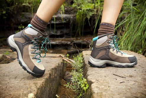 photodune-2364263-hiking-boots-xs-1