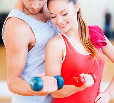 photodune-8492041-two-smiling-people-working-out-with-dumbbells-xs