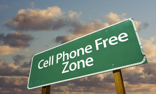 photodune-274117-cell-phone-free-zone-green-road-sign-and-clouds-xs