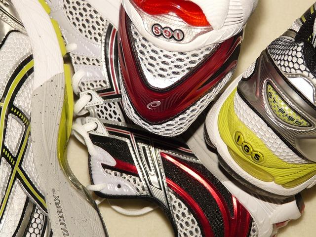 sneakers-77088_640